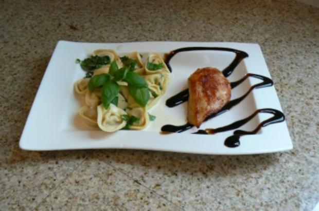 Hähnchenbrustfilet  mit Cappelletti Gorgonzola  und Gurkensalat - Rezept