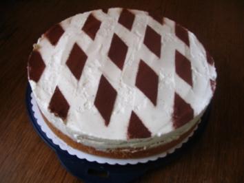 Torten Mit Loffelbiskuit Rand Und Vanillepudding Rezepte Kochbar De