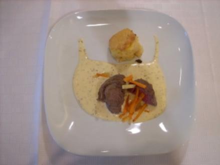 Pochiertes Rinderfilet auf Senfschaum mit Kohlrabi-Morchel- Gratin - Rezept