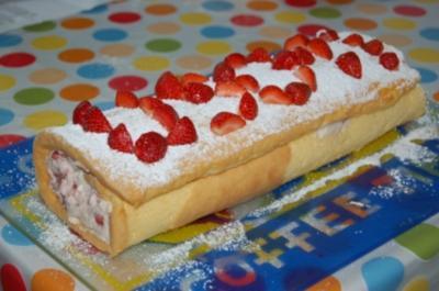 Erdbeer-Sahnerolle - Rezept