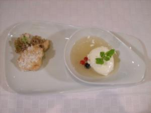 Prosecco-Holunder-Suppe mit Joghurtmousse u. gebackenen Holunderblüten - Rezept
