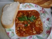 Rote Chillibohnensuppe mit Speck und Mettwürstchen - Rezept