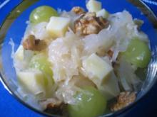 Sauerkraut mit Trauben und Käse ... - Rezept