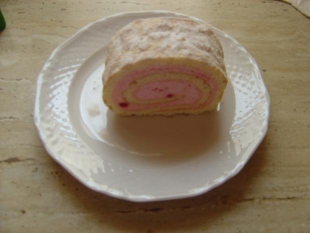 Biskuit-Erdbeer- Rolle - Rezept