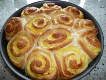 Rosenkuchen mit Vanillepudding - Rezept