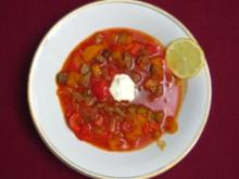 Soljanka mit Zitrone, saurer Sahne und Piroschka - Rezept
