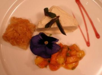 Spargel-Vanilleparfait auf Mango-Papayaragout - Rezept