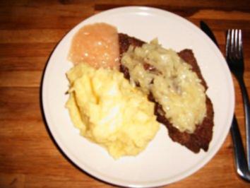 Kalbsleber mit Schmorzwiebeln, Pü und Apfelmus - Rezept