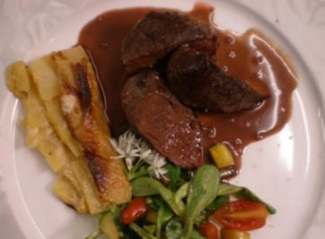 Straußenfilet mit Portweinsoße und Kohlrabi-Kartoffelgratin - Rezept