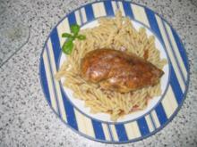 Hauptgericht: Hähnchenbrustfilet, Geflügelsoße mit Spirelli und Tomatensalat - Rezept
