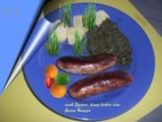 Spinat mit Bratwurst und Salzkartoffeln, - Rezept