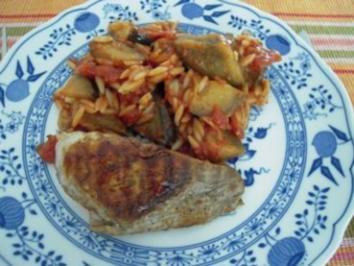 Auberginenpfanne mit Kritharaki, Tomaten und gegrilltem Schweinefilet - Rezept