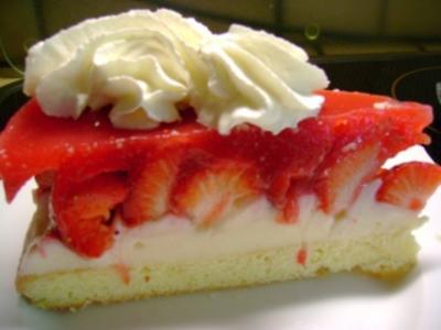 Kuchen: Erdbeertorte mit Pudding-Frischkäse - Rezept