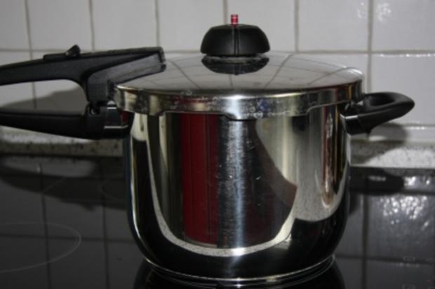 Gelee aus schwarzen, weißen  oder roten Johannisbeeren mit Schuss - Rezept - Bild Nr. 3