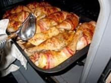 Marinierte Hähnchenkeulen im Baconmantel - Rezept