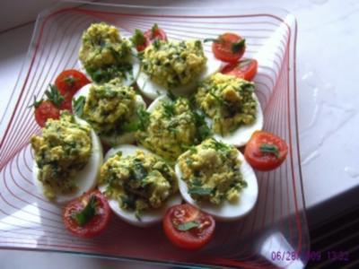 Gefüllte Eier mit Sauerampfer und Gartenkräuter - Rezept