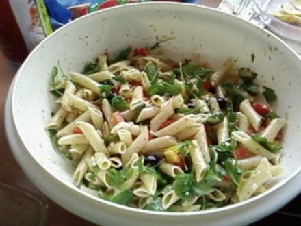Salat : Andrea´s Nudelsalat mit Pesto - Rezept