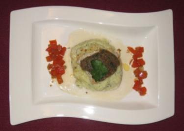 Edelfisch mit Kardamom-Kruste auf Petersilienwurzel-Püree und Wermutsoße - Rezept