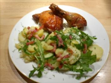 Knusprige Hähnchenkeulen an Kartoffelsalat mit Gurke u Dill - Rezept