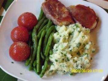 Fleisch:  Schweinefiletmedaillon mit grünen Böhnchen, Grilltomate und Petersilienpürree - Rezept