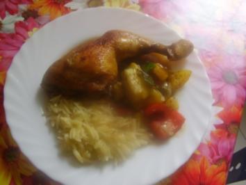 Keulen vom Huhn mit Gemüse von Paprika-Zucchin und Reisnudeln - Rezept
