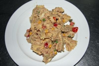 Rezept: Nudelsalat mit Thunfisch-Kaperncreme