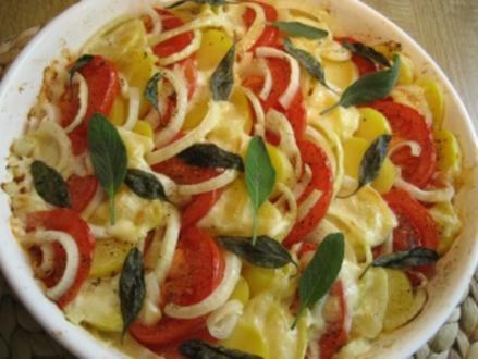 Gratin aus Kartoffeln, Tomaten und Zwiebeln ... - Rezept