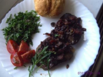 Leber in Rotweinsoße mit Champignons - Rezept