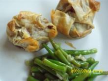 Herzhaftes Gebäck: Asiatisch gewürztes Hähnchenbrustfilet im Filoteig - Rezept