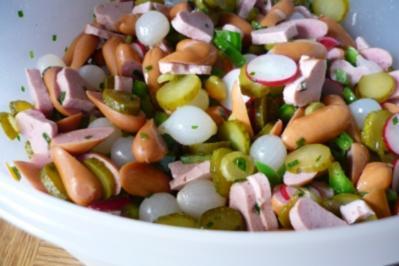 Salat von Cocktailwürstchen mit Radieschen - Rezept