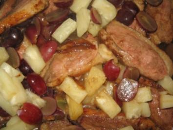Geschmorte Ente mit Trauben und Ananas - Rezept