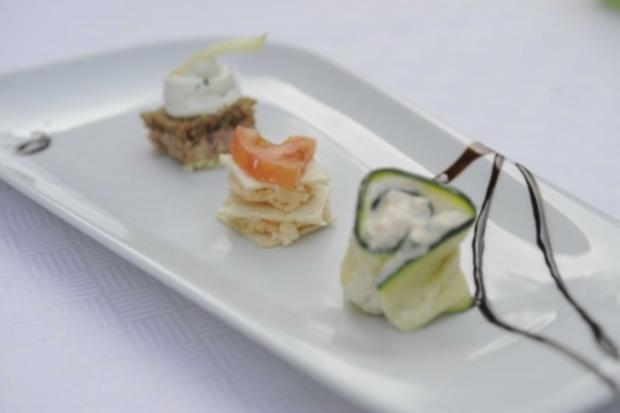 Leberwursttürmchen dazu Zucchiniröllchen und Chili-Kokos-Türmchen - Rezept