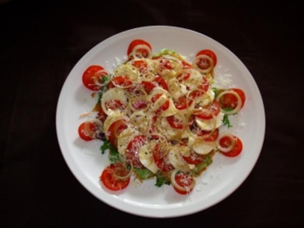 tomate mozzarella mit parmesan auf eisbergsalat rezept. Black Bedroom Furniture Sets. Home Design Ideas