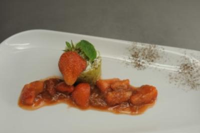 Grießschmarren mit feinem Rhabarber-Erdbeer-Kompott und Sesamkrokant - Rezept