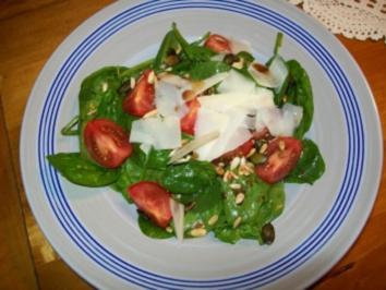 Insalata spinaci e pomodori - Rezept