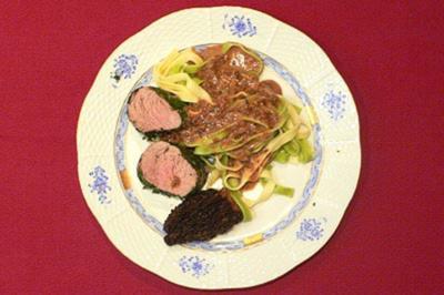 Pochiertes Kalbsfilet im Kräutermantel mit Morchelrahm und Bandnudeln - Rezept - Bild Nr. 16