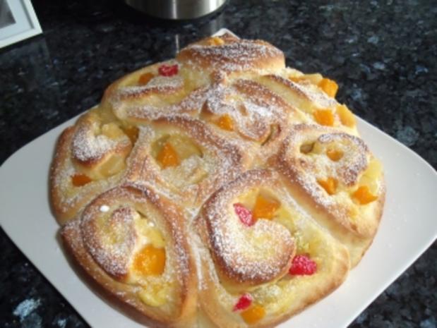 Früchte-Rosenkuchen - Rezept