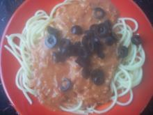 Spaghetti mit Tomaten-Sahne-Mozarella-Soße und Oliven - Rezept