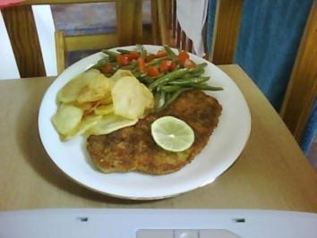 Schnitzel mit Bohnensalat und Chips........ - Rezept