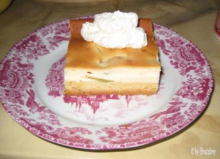Rhabarber- oder Sauerkirschkuchen mit Guss aus Quark - Rezept