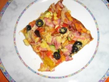 Rezept: Pizza mit zweierlei Schinken und Käse mit einem Gemüsemix