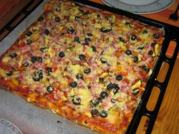 Pizza mit zweierlei Schinken und Käse mit einem Gemüsemix - Rezept - Bild Nr. 10