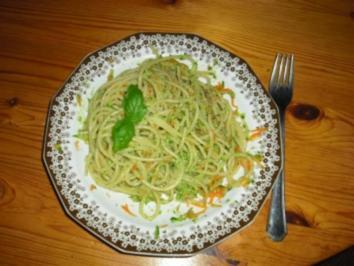 Gemüse-Spaghetti mit Pesto - Rezept
