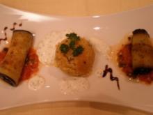 Überbackene Auberginenröllchen an Couscous und Knoblauch-Minzesoße - Rezept