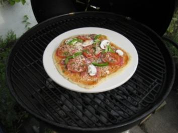 Pizza auf Stein gegrillt - Rezept