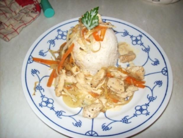 Hänchnenstreifen mit Reis Geschwenkten Gemüse und Zitronen cheyennepfeffersoße - Rezept