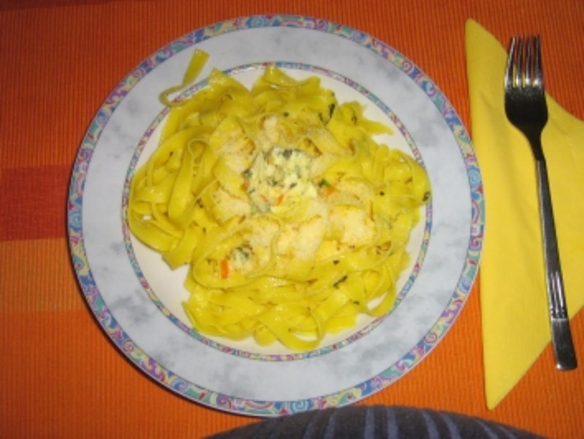 Tagliatelle mit Kräuterbutter und Parmesan - Rezept von heinzelfrau