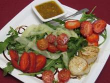 Jakobsmuscheln an Gurken-Erdbeeren-Tomatensalat - Rezept
