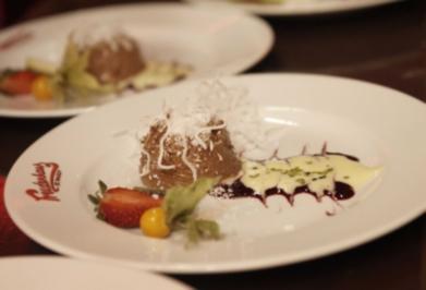 Kokoscreme mit süßen Früchtchen (Olivia Jones) - Rezept