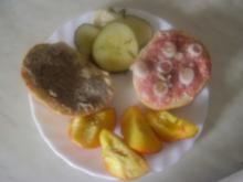 Lecker Brötchen mit saure Gurken + Nektarine = Zwischenmahlzeit - Rezept